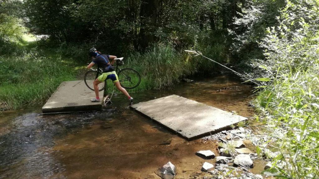 Flussquerung während der Fahrradtour nach Polen