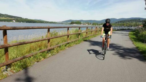Radfahren am Lipnostausee während der Radreise